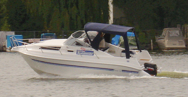Drago 22 bei Schütze-Boote Berlin: großzügiges Platzangebot, gute Ausstattung, günstiger Preis