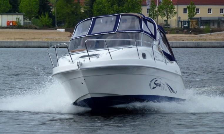 Saver 650 Cabin -- sportliches Motor-Kajütboot bei Schuetze-Boote Berlin