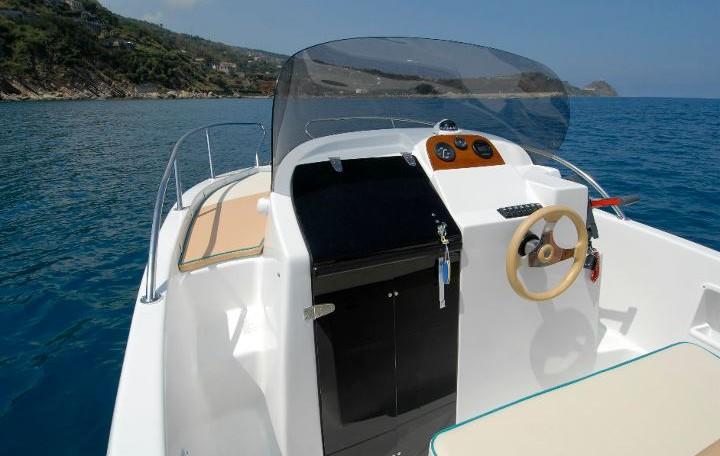 Saver 560 WA -- sportliches WalkAround-Konsolenboot. bei Schuetze-Boote Berlin