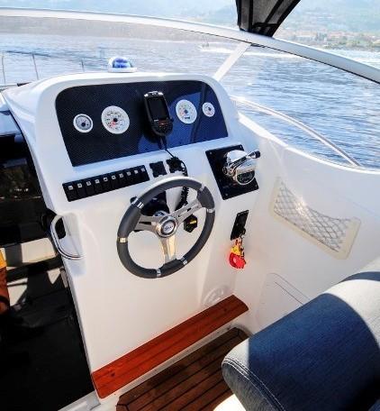 Saver 750 Cabin bei Schütze-Boote Berlin: sportlicher Cruiser, Kajütboot von SAVER-Boats aus Italien.