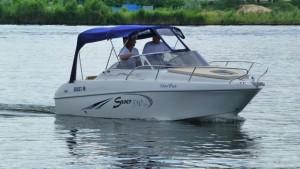 Saver 590 Cabin | sportliches Kajütboot mit sehr großer Schlaffläche und geräumiger Cockpitaufteilung