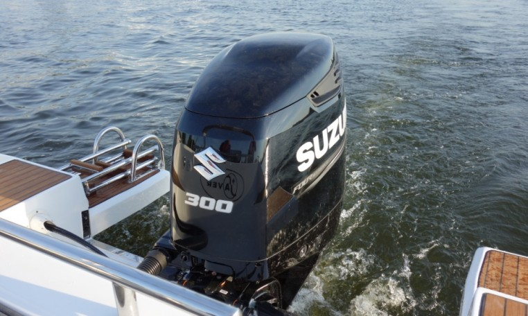 Saver 750 WA bei Schuetze-Boote Berlin: sportliche WalkAround- und Kajütboot-Modelle von SAVER-Boats aus Italien
