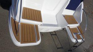 DRAGO-zusätzl.-externe-Badeplattformen-mit-SeaDek-Belag | Schütz-Boote Berlin