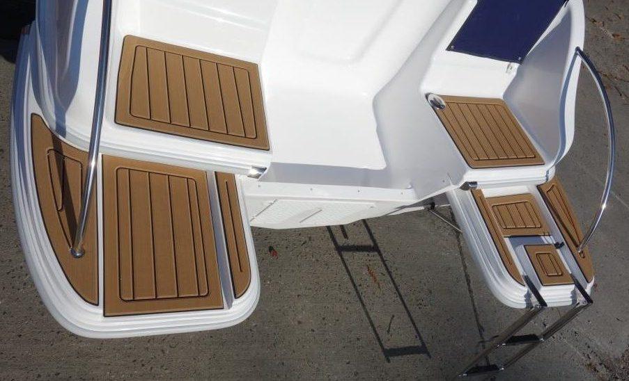 DRAGO: zusätzl. externe Badeplattformen mit SeaDek-Belag | Schütze-Boote